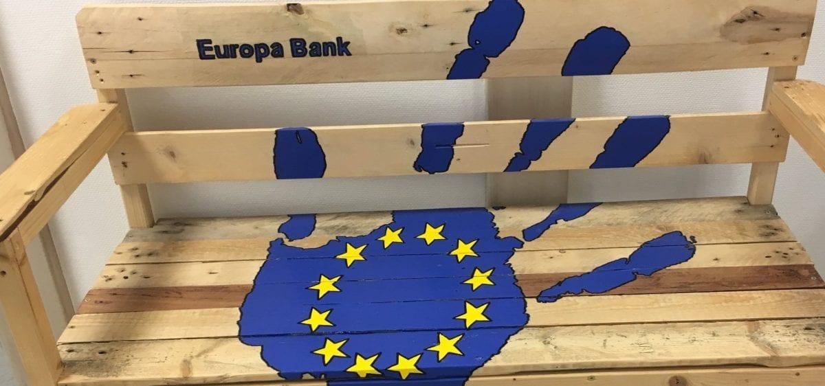 Eine von zwei Europabänken, die die Aufbaugilde erstellt hat.